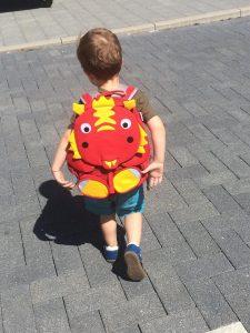 Deze vriend gaat graag mee naar school!