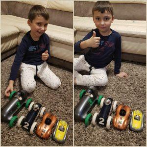 Dean met zijn leuke Playforever autootjes!