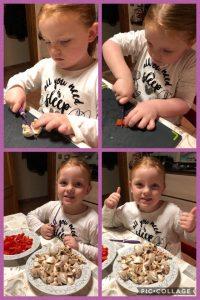 Ella dolgelukkig dat ze haar mama mag helpen in de keuken dankzij haar nieuwe Kiddikutter!
