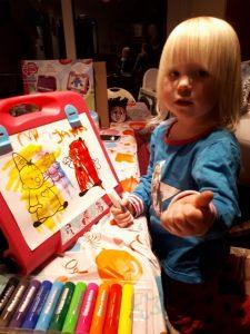 Jana heeft Bumba een mooi kleurtje gegeven met haar nieuwe Paintsticks!