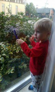 Kleine Remy vindt de Rainy Days geweldig!