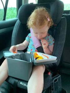 Clara druk in de weer met haar Teebee toy box!