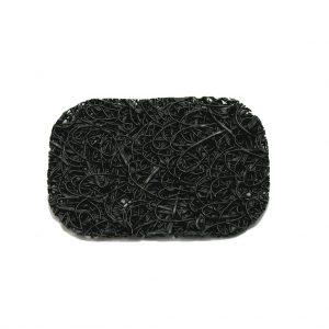 Soap Lift is een zeepbakje, maar dan nét dat tikkeltje anders. Door de vorm en de structuur van bioplastic droogt je zeep super gemakkelijk na gebruik en heb je dus geen kleffe onderkant. Heel hygiënisch want de zeeprestjes kun je er makkelijk uitspoelen. Te gebruiken als zeepbakje of'in' zeepbakjes Te koop in meerdere kleuren Maat ± 7 x 11 centimeter Soap Lift is een zeepbakje, of eigenlijk een matje en is gemaakt van bioplastic. Het heeft een ademende structuur waardoor de zeep makkelijk kan drogen. Door de structuur glijdt de zeep ook niet weg. Bleef de zeep eerst nat aan de onderkant, dan is dat nu verleden tijd! Schoonmaken is heel gemakkelijk omdat je het alleen maar even onder stromend water hoeft te houden en er even in te knijpen. Het materiaal is flexibel en gaat lang mee. Soap Lift past overal Dankzij de vorm met ronde hoeken en de mooie kleuren past de Soap Lift altijd. Je kunt de Soap Lift gebruiken in bestaande zeepbakjes, op het aanrecht, de wasbak en op een droge plek bij de douche of op de badrand. Heb je een zeepbakje en past de standaard maat er niet in, dan is het goed om te weten dat je de hem ook op maat kan knippen met een scherpe huishoudschaar. Echte zeep verdient een goed zeepbakje Echte zeep is aan een opmars bezig. Terug van weggeweest zeg maar… Ambachtelijke zeep heeft vele voordelen en is een stuk beter voor het milieu. Om een paar voordelen te noemen: blokzeep is zeer geconcentreerd en gaat lang mee. Er is geen dikke plastic fles of plastic verpakking voor nodig, het past dus helemaal in de ZeroWaste filosofie.